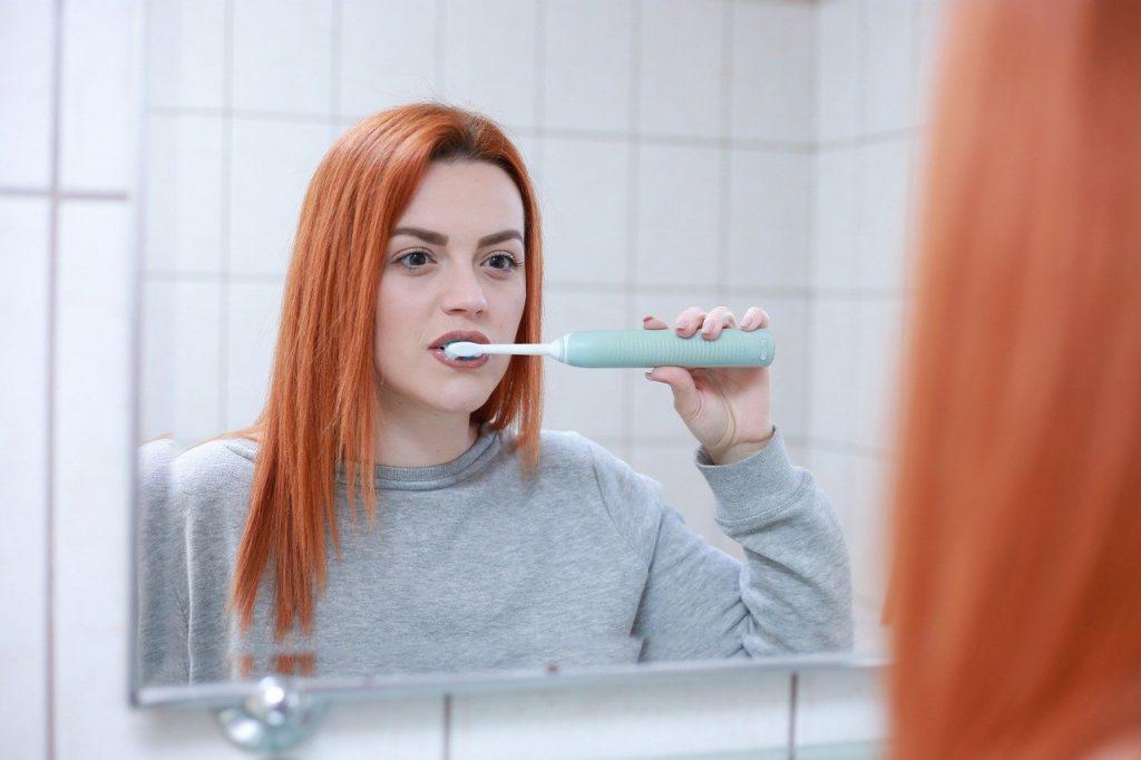 Zähneputzen mit oder ohne Wasser (Jet)