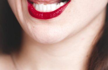 Bruine aanslag tanden verwijderen