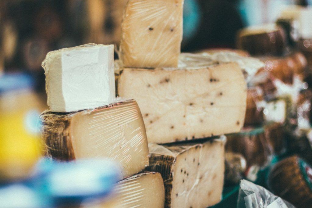 kaas eten voor witte tanden