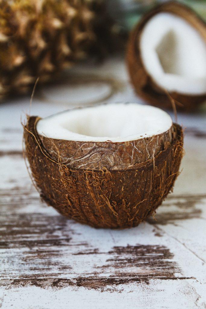 met kokosolie witte tanden